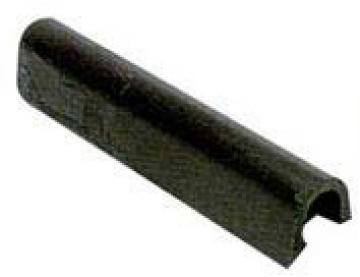 Küpeşte fitili, siyah PVC. 4-6 metre tekneler için ideal. Minimum sipariş miktarı 24 metredir. Birim fiyatı 1 metre fiyatıdır.